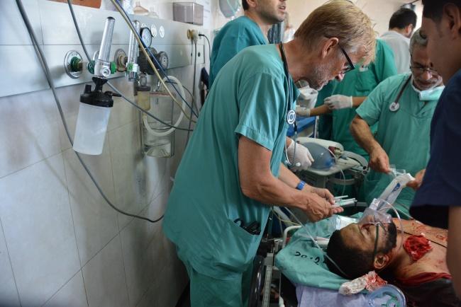 """Le chirurgien """"aux manettes"""" face à un cas quasi-déséspéré @Frédéric Helbert"""