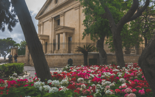 12 photos of romantic Valletta (+ tips where to go with your lover)