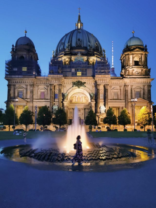 Berliner Dom night time photo