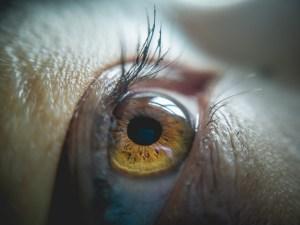 MPOW macro lens for eye photography
