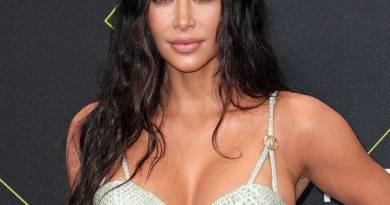Kim Kardashian Trasforma la Casa In un Halloween Spider