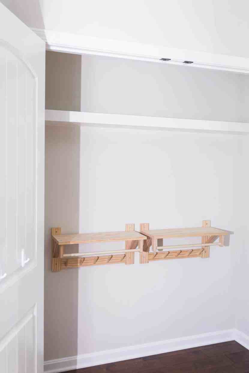 Make the most of your closet space by installing custom floating shelving. Learn more about this beginner-friendly DIY project at www.freeandunfettered.com. #homeorganization #closetorganization #diyshelf #diyhome #modernhome