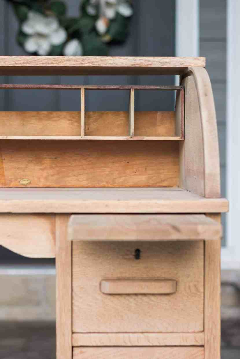 Learn how we managed to achieve the perfect vintage-yet-slightly-modern finish on a children's rolltop desk. Visit www.freeandunfettered.com for the complete details on our vintage children's rolltop desk makeover. #vintagefurniture #reclaimed #modernhome #eclecticdecor #kidsroom