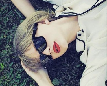 Taylor Swift With Sunglasses