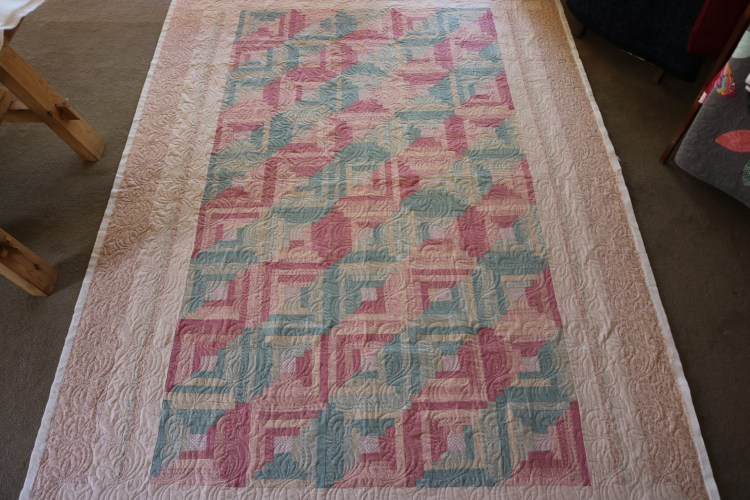 Sues log cabin quilt