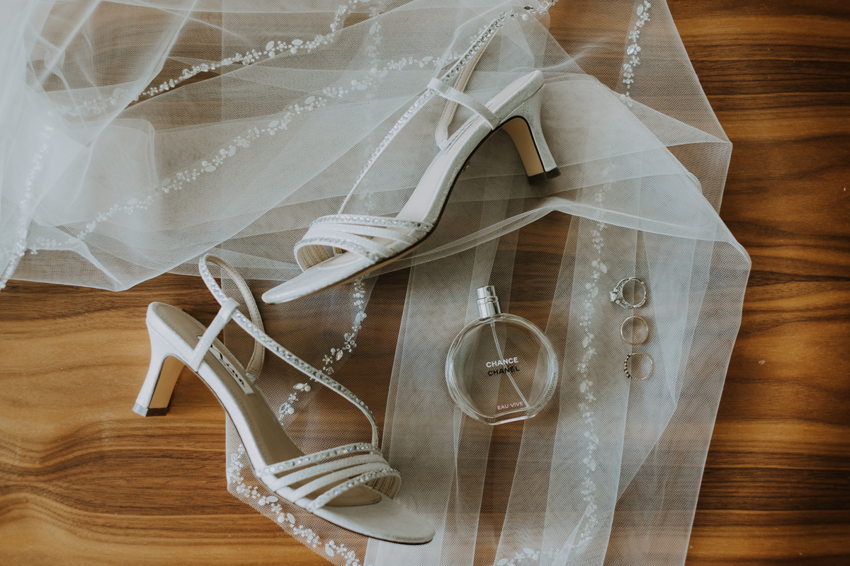 wedding veil and shoes details | romantic sarasota wedding photographer | romantic sarasota wedding | tampa wedding photographer | freehearted film co