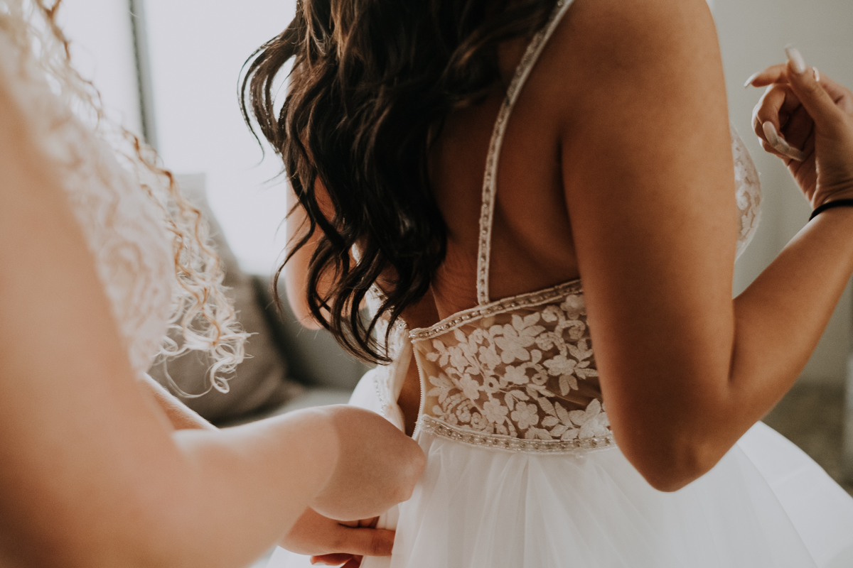 zipping the wedding dress | lace and tulle dress | the perfect dress sarasota