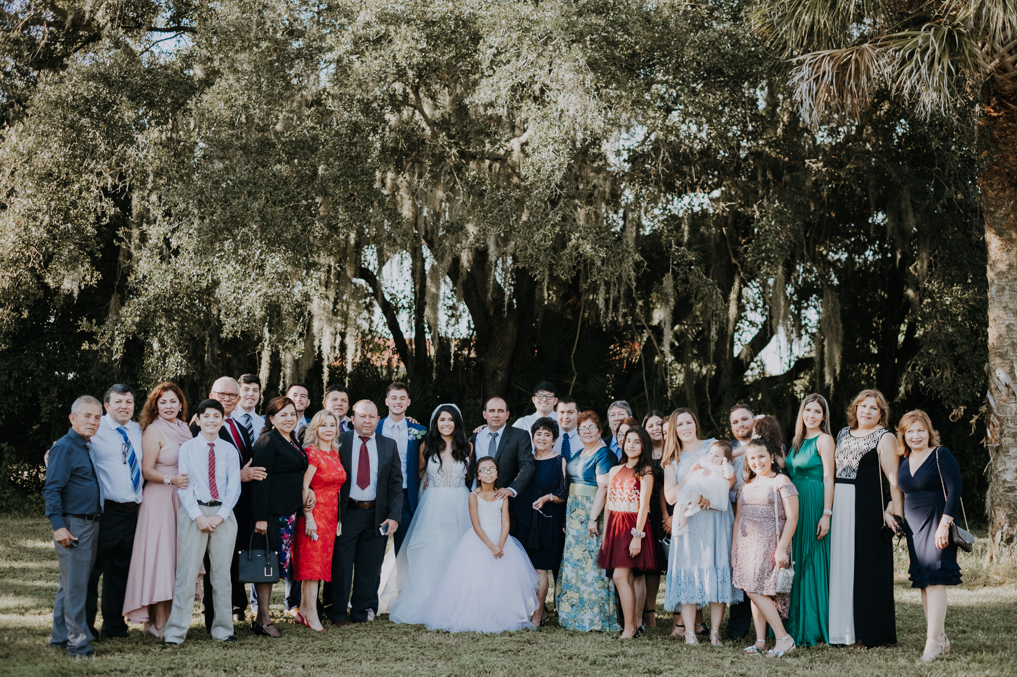 large family portraits | wedding family portraits | wedding group portraits | outdoor Florida wedding