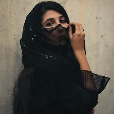 Stylish-Muslim-Girl-Dp-For-Fb-Profile (35)