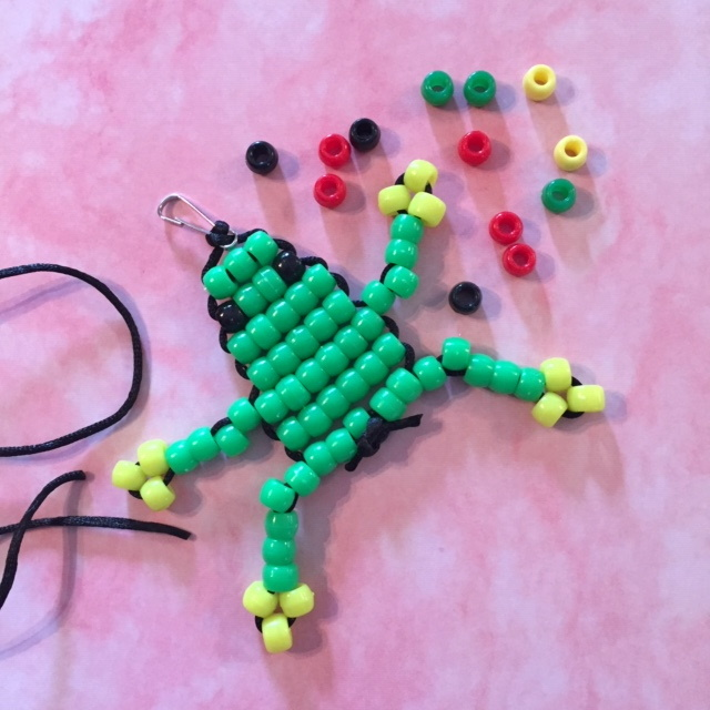 Frog made with pony beads and pattern