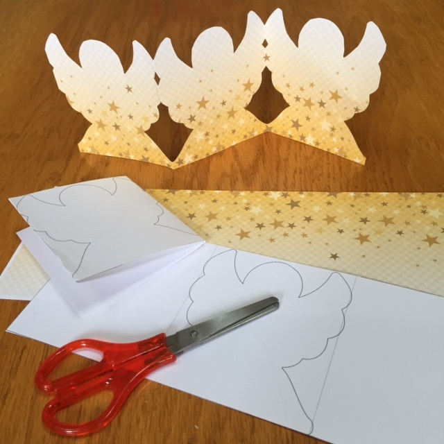 Easy garland of angels to make for Christmas decorations