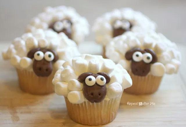 Image of Mini Marshmallow Sheep Cupcakes