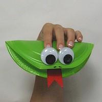 Image of Paper Plate Frog Puppet