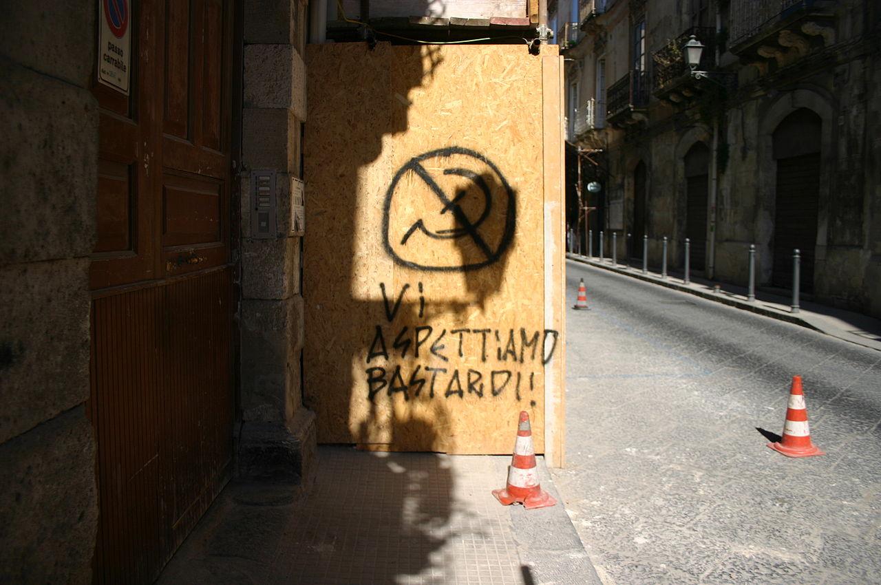 Graffito anticomunista a Siracusa, Foto di Giovanni Dall'Orto