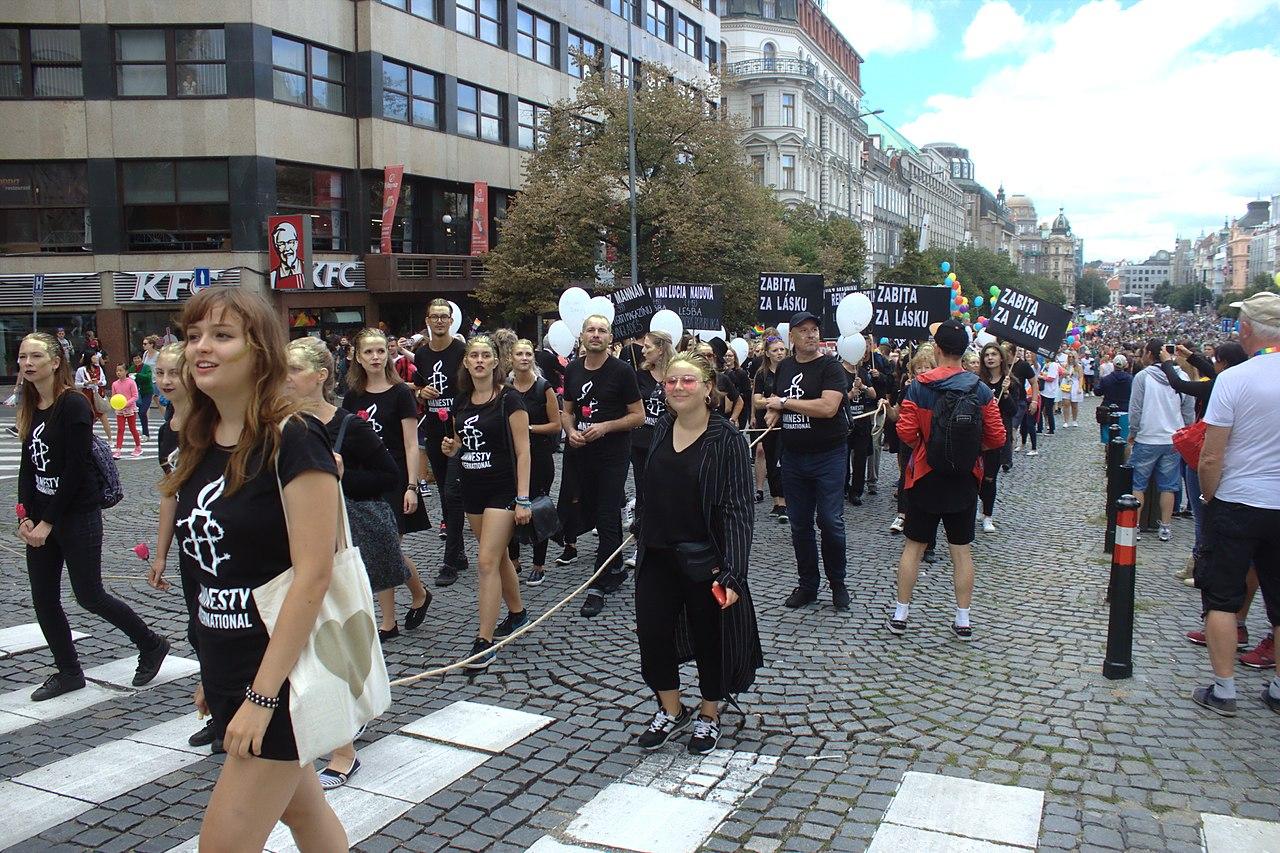 Praha, Václavské náměstí, Pride 2017, Amnesty International, foto Aktron/Wikimedia Commons