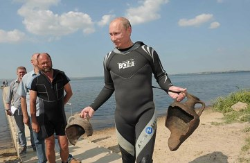 Putin with Amphora Jugs after Scuba Diving in Phanagoria, photo premier.gov.ru