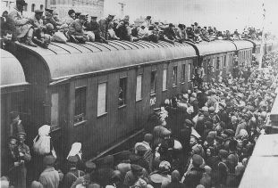 Refugees on a roof of a train in Ukrainian SSR during the famine period of 1932-1933, source The Ukrainian Museum Archives