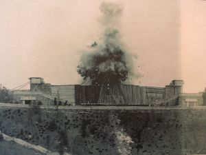 Blowing up the Stalin Monument