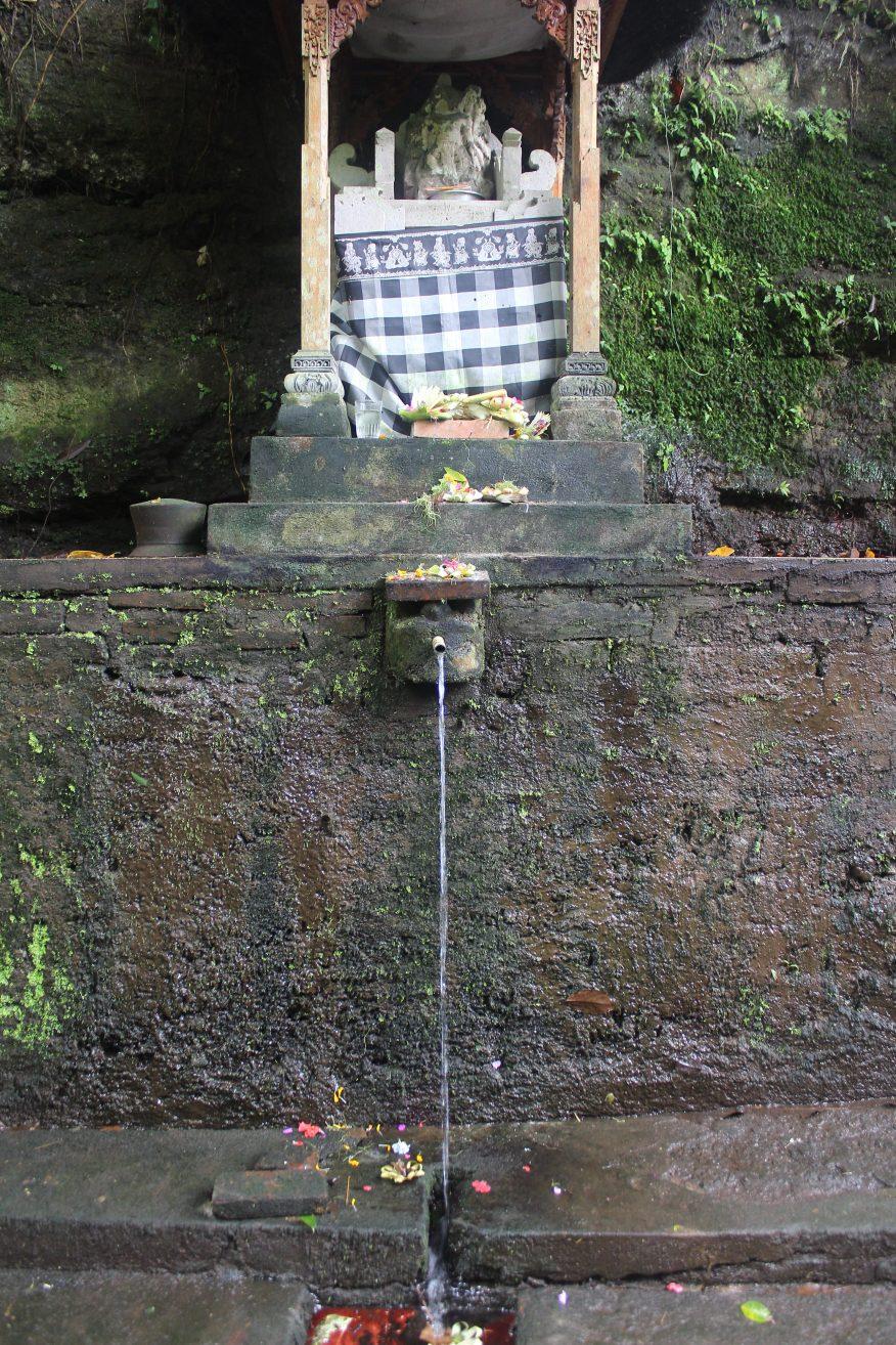 Shrine and bathing place near Yeh Pulu