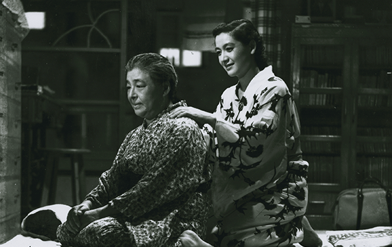 """Scene from """"Tokyo Story"""" (1953) where the daughter is massaging her father's back"""