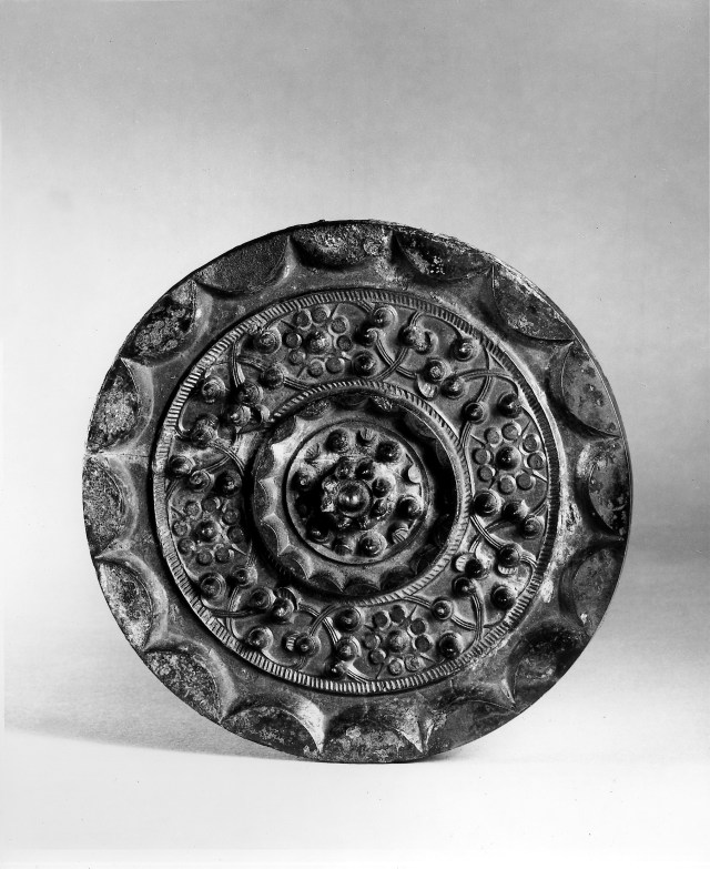 Photo, Bronze mirror. Western Han dynasty, 1st century BCE., Diam: 15.9 cm. (6 1/4 in.) Singer catalogue number: [1009].
