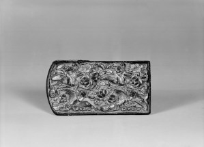 Photo of Gilt bronze belt plaque. Tang dynasty, 7th–8th century., L: 8.6 cm. (3 3/8 in.). Singer catalogue number: [1385].