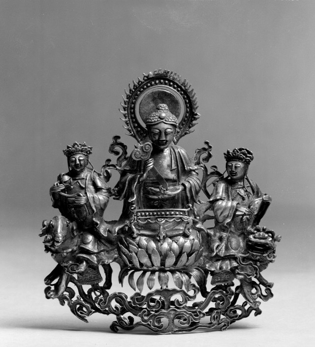 Photo, Gilt silver Buddhist triad. Qing dynasty, 1644–1912., H: 7. 9 cm. (3 1/8 in.) Singer catalogue number: [1785].