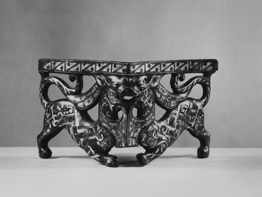 Photo, Bronze corner fitting with silver inlay. Eastern Zhou dynasty, 4th century BCE., H: 8.6 cm. (3 3/8 in.) Singer catalogue number: [570].
