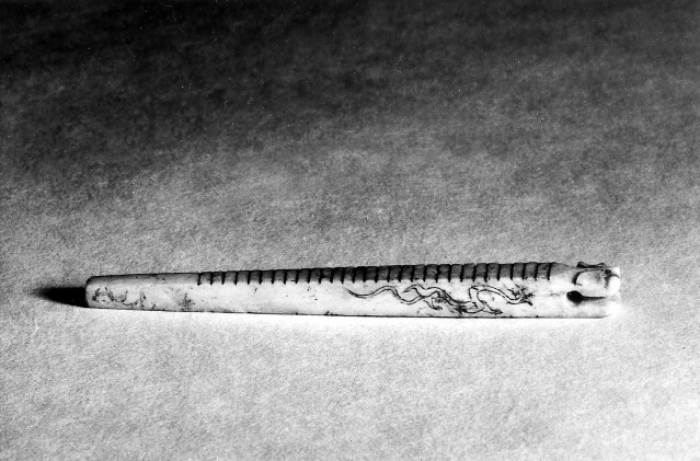 Photo, Ivory rod with transverse grooves. Eastern Han dynasty, 24–220 CE or later., L: 8 cm. (3 1/8 in.) Singer catalogue number: [805].