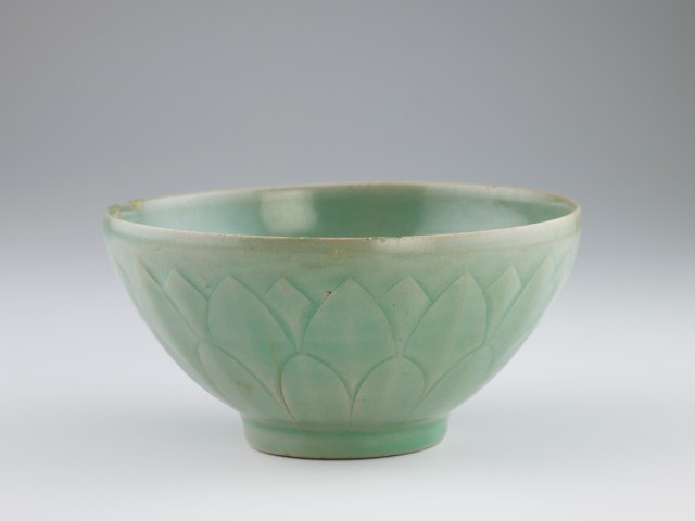 Bowl with molded and carved lotus decoration