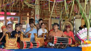 Air Mengalir: I Madé Lasmawan, Pedagogy, and Musical Kinship in the Transnational Balinese Gamelan Community