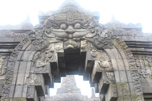 Demon mouth carved over a door flanked by two sages and ornament