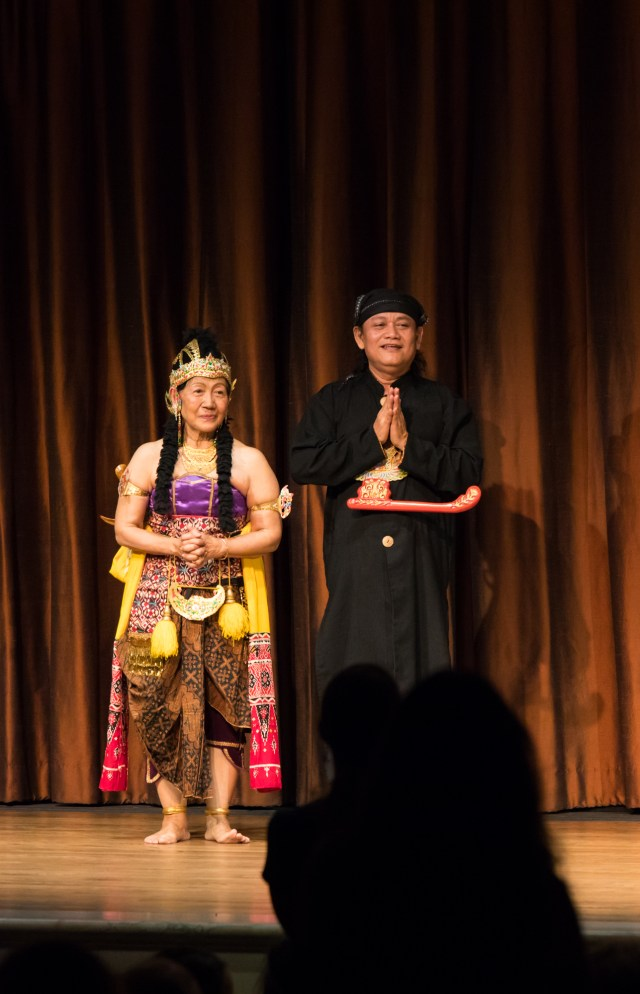 Maeny and Pamardi take a bow. Photo by Hutomo Wicaksono