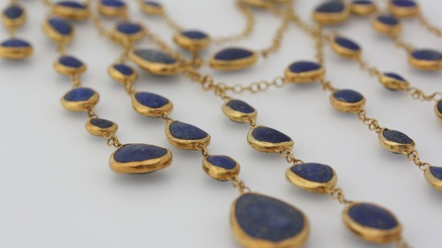 Necklace made of blue lapis set in gold
