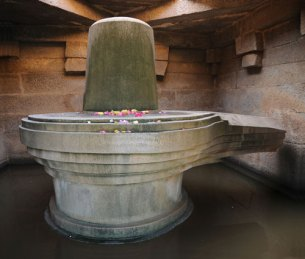 Lingam scattered with flower petals in a temple