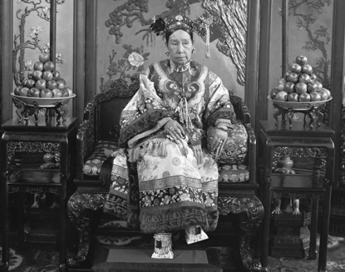 Flanking Cixi are carefully stacked mounds of fruit