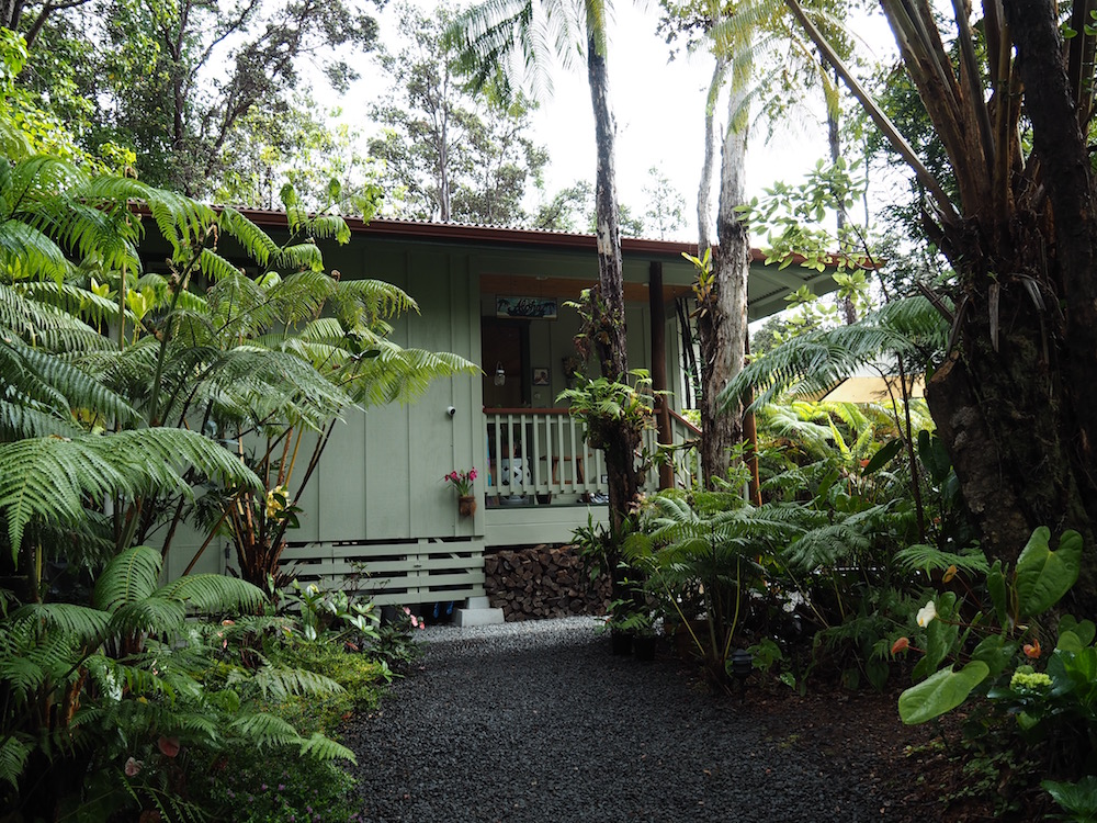 Our cute cottage in Volcano just 5 minutes from the Volcanoes National Park.
