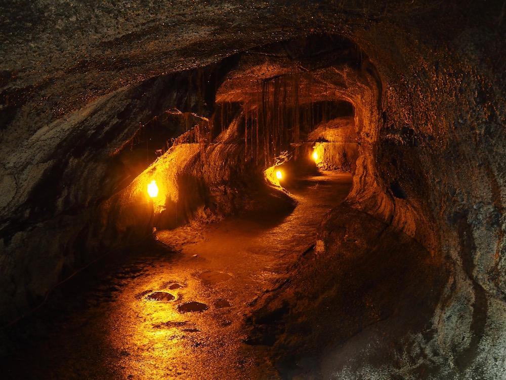 Inside the Thurston Lava tube.