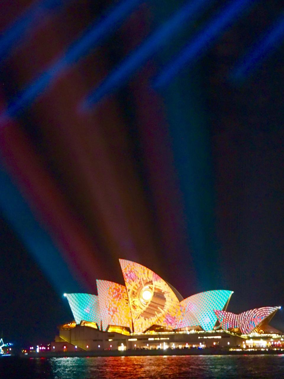 Experiencing The Vivid Sydney 2017 Festival Free Two Roam