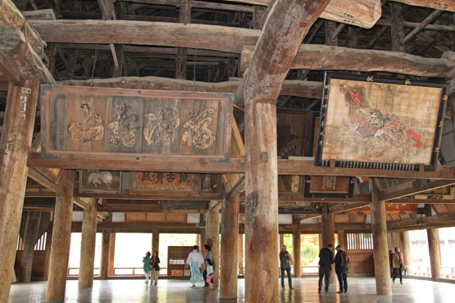 The Senjokaku Shrine (the Hall of 1000 tatami mats).