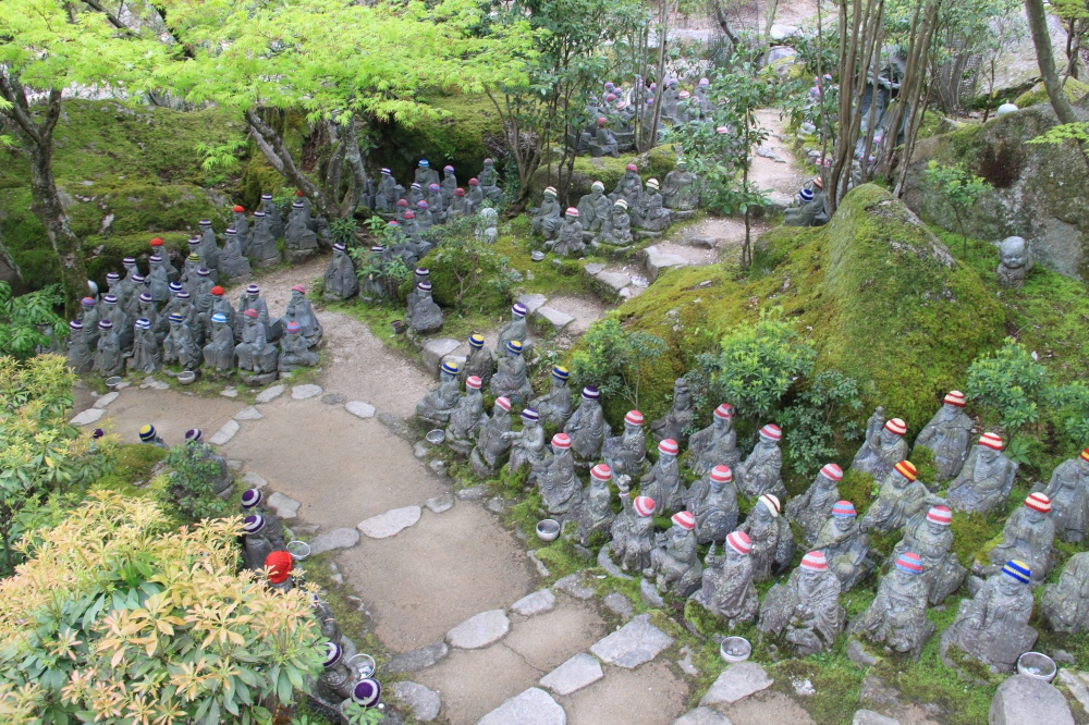 View over the 500 Rakan statues.