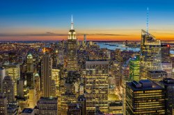 Looking out from the Top of the Rock at dusk – Photo by Pedro Lastra on Unsplash