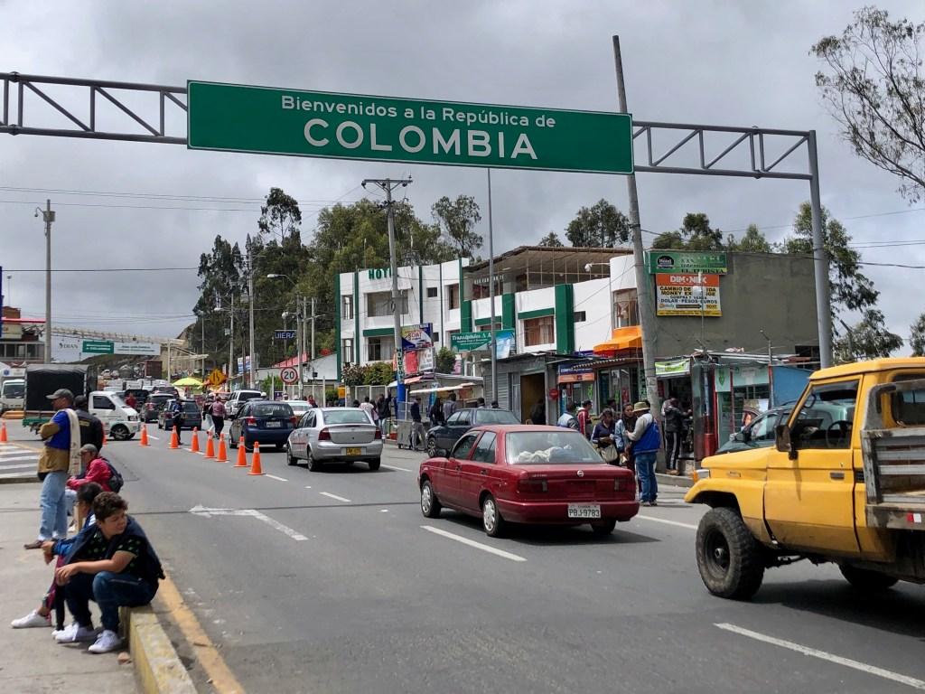 Border crossing Edcuador Colombia