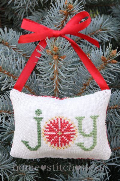 free ornament cross stitch pattern from Homestitchness