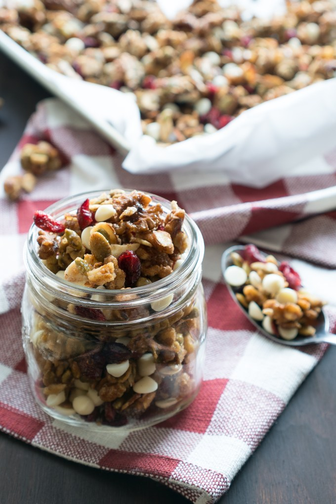 Cranberry Maple Trail Mix – Easy recipe for cinnamon-spiced Cranberry Maple Trail Mix! Walnuts, pumpkin seeds, & almonds are lightly glazed in maple syrup & brown sugar. With lots of tart dried cranberries & white chocolate chips folded in. We love this as a sweet snack on-the-go or homemade holiday gift! ♥ | freeyourfork.com