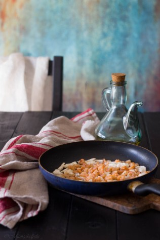 spaghetti-al-pesto-di-pistacchi-gamberetti-e-galinella-8