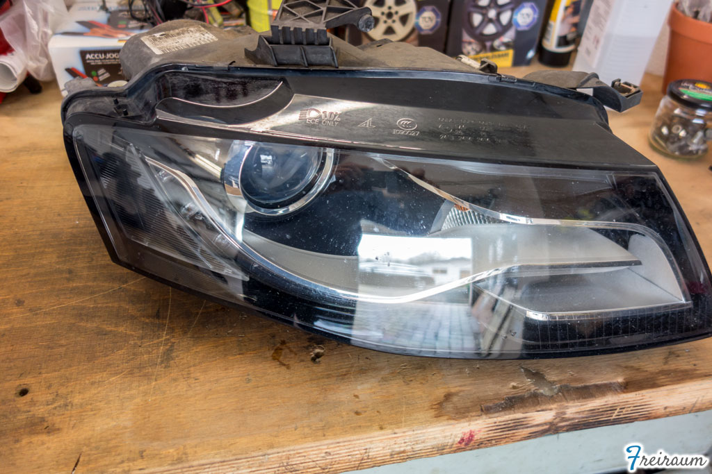 Xenon-Leuchtmittel wechseln (Audi A4 B8)