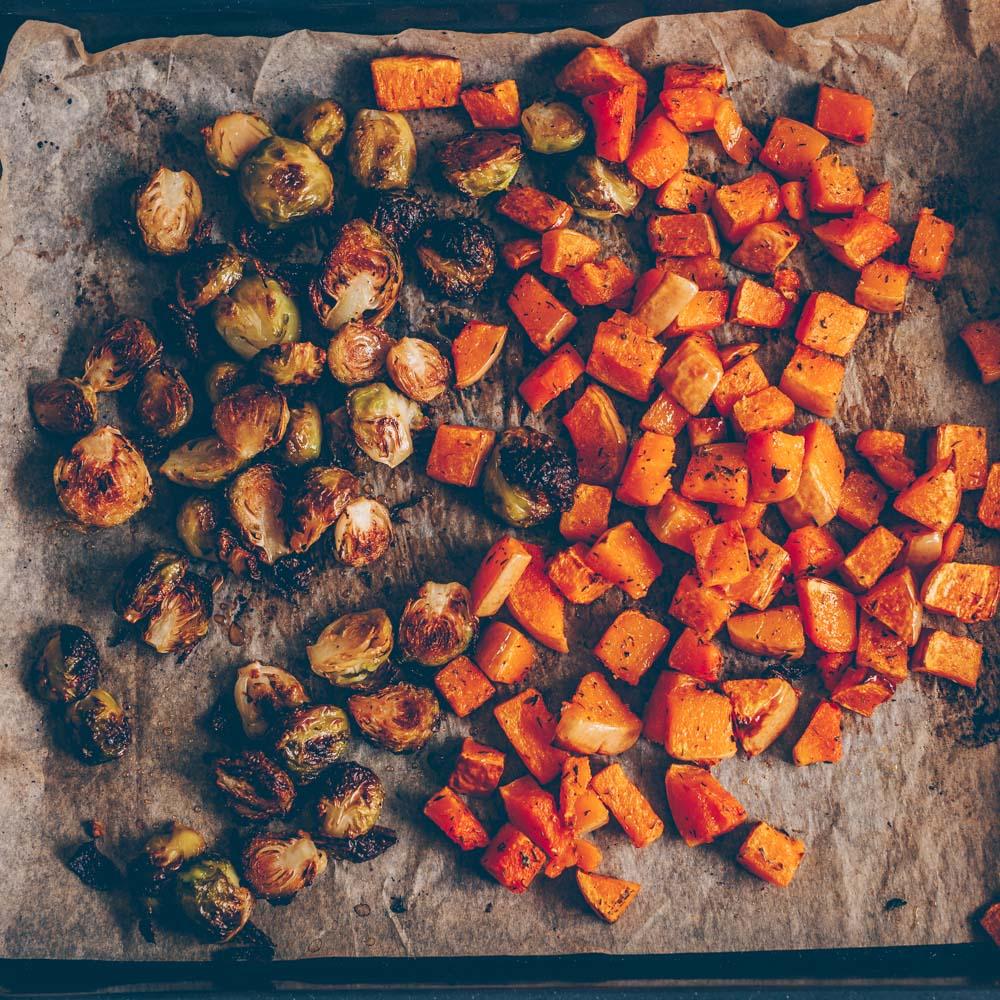 Herbstsalat mit geröstetem Rosenkohl und Kürbis