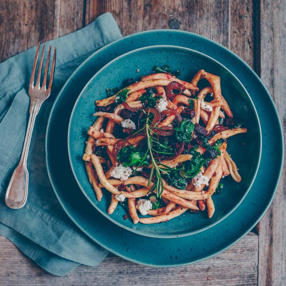 Pasta mit Randen und Flower Sprouts