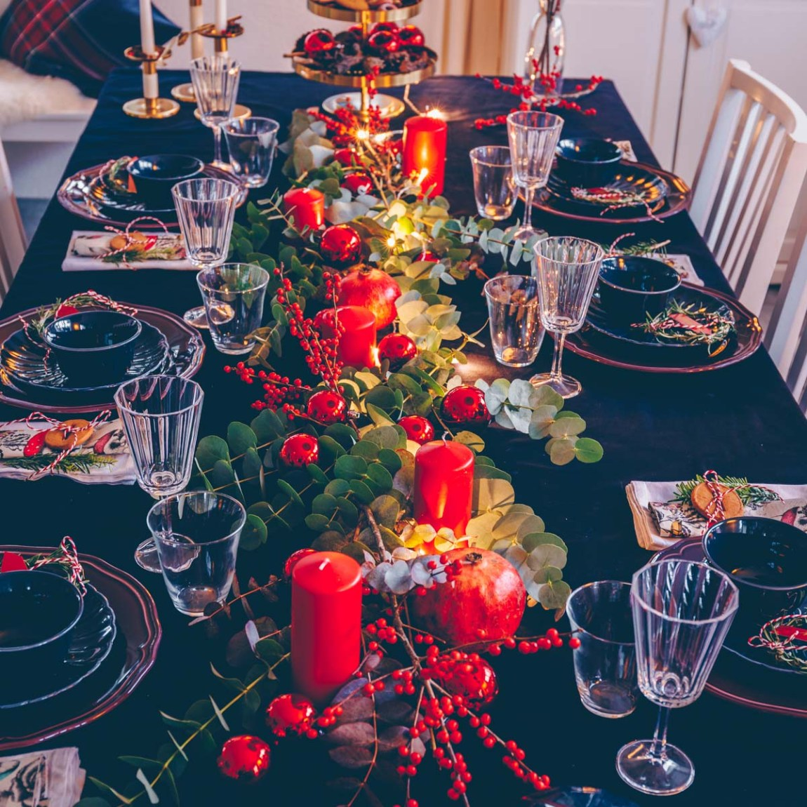 Festlicher Weihnachtstisch rot/gold